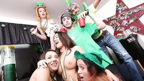 Порно видео с тегами «Любительское, Большие члены, Блондинки, Коледж»