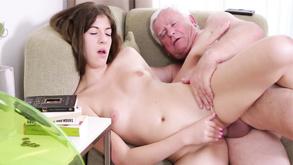 Порно видео с тегами «Зрелые и молодые, Старые, Молодые, Секс»